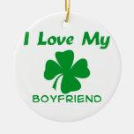 Amo a mi novio irlandés adorno navideño redondo de cerámica