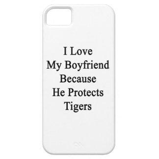 Amo a mi novio porque él protege tigres iPhone 5 cárcasa