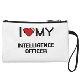 Amo a mi oficial de inteligencia