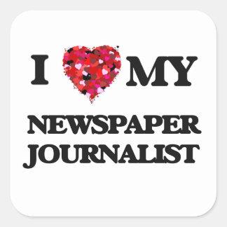Amo a mi periodista del periódico pegatina cuadrada