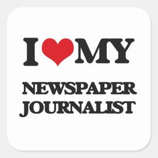 Amo a mi periodista del periódico calcomania cuadradas