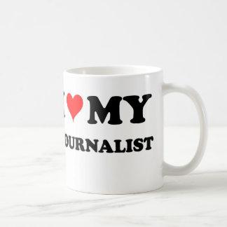 Amo a mi periodista taza básica blanca
