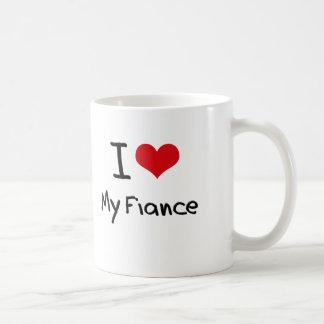 Amo a mi prometido taza clásica
