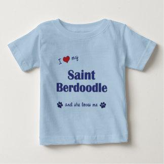 Amo a mi santo Berdoodle (el perro femenino) Playera