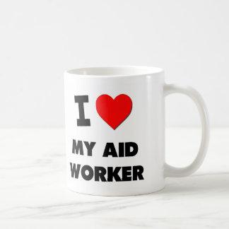 Amo a mi trabajador de ayuda tazas