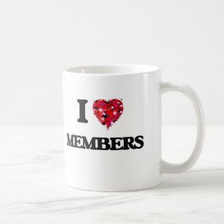 Amo a miembros taza básica blanca