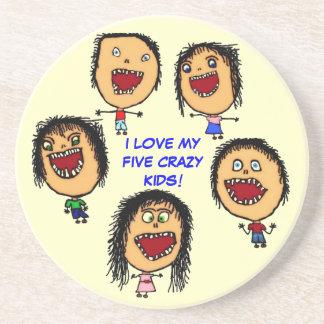 Amo a mis cinco niños locos posavasos para bebidas
