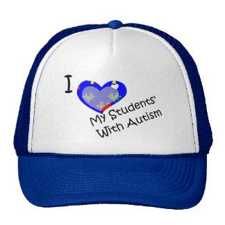 Amo a mis estudiantes con el gorra del autismo