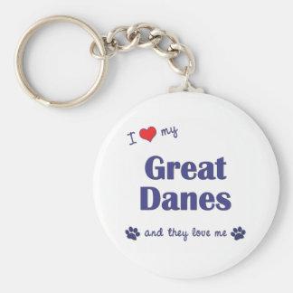 Amo a mis grandes daneses (los perros múltiples) llavero redondo tipo pin