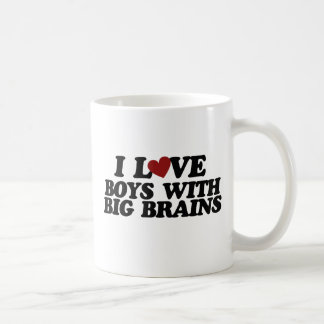 Amo a muchachos con los cerebros grandes taza