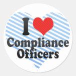 Amo a oficiales de la conformidad etiqueta redonda