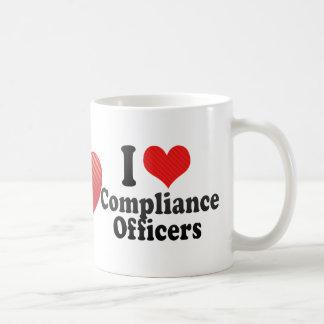 Amo a oficiales de la conformidad tazas de café