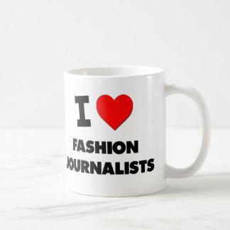 Amo a periodistas de la moda taza básica blanca