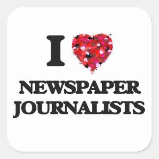 Amo a periodistas del periódico pegatina cuadrada