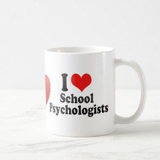 Amo a psicólogos de la escuela taza básica blanca
