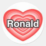 Amo a Ronald. Te amo Ronald. Corazón Etiqueta Redonda