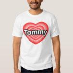 Amo a Tommy. Te amo Tommy. Corazón Poleras