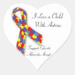 Amo a un niño con el pegatina del autismo