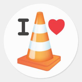 Amo al viajero blanco anaranjado del cono de los pegatina redonda