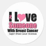 Amo alguien con el cáncer de pecho etiquetas redondas