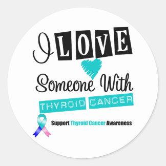 Amo alguien con el cáncer de tiroides pegatina redonda