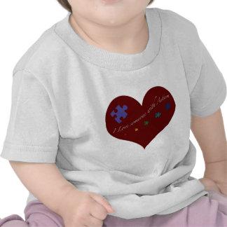 Amo alguien con el corazón del autismo camisetas