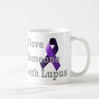 Amo alguien con lupus taza de café