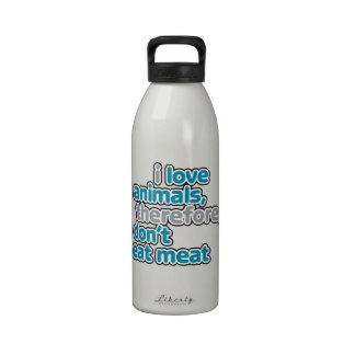 Amo animales, por lo tanto yo no como la botella d botallas de agua