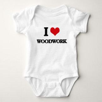 Amo artesanía en madera mameluco de bebé