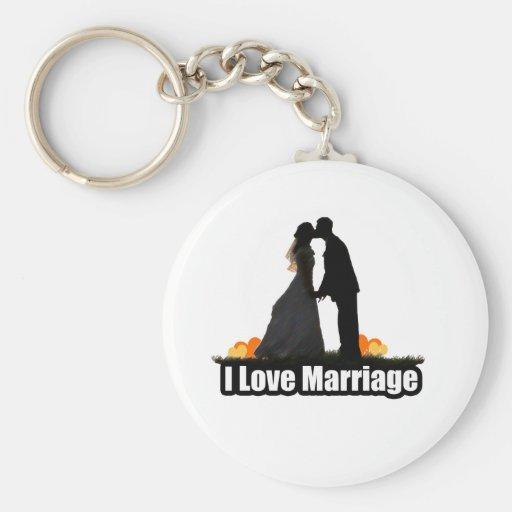 Amo beso de la boda la novia llavero redondo tipo pin