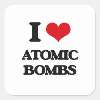 Amo bombas atómicas pegatina cuadrada