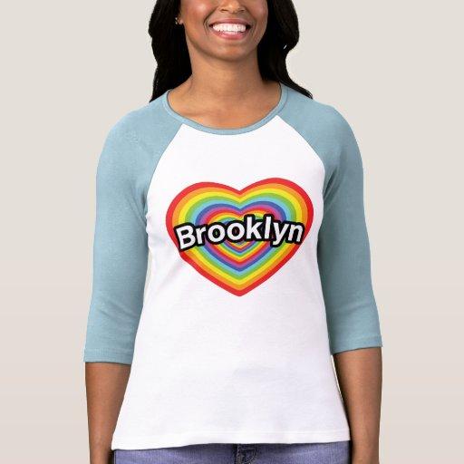 Amo Brooklyn: corazón del arco iris Camisetas