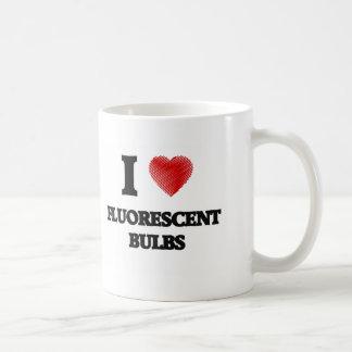 Amo bulbos fluorescentes taza de café