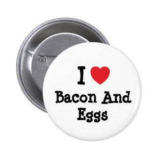 Amo camiseta del corazón de tocino y de los huevos pin redondo 5 cm