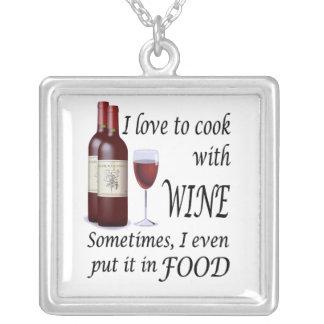 Amo cocinar con el vino - incluso en comida colgante cuadrado