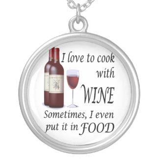 Amo cocinar con el vino - incluso en comida colgante redondo