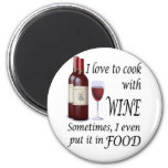 Amo cocinar con el vino - incluso en comida iman de frigorífico