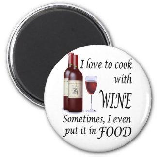 Amo cocinar con el vino - incluso en comida imán redondo 5 cm