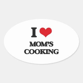 Amo cocinar de las mamáes pegatina ovalada