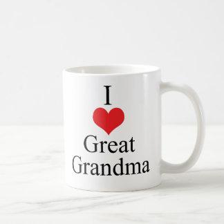 Amo (corazón) a la gran abuela taza básica blanca