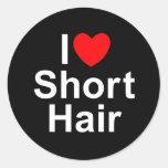 Amo (corazón) el pelo corto pegatina redonda