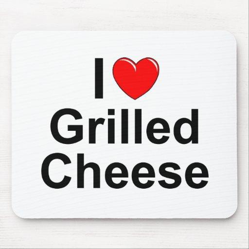 Amo (corazón) el queso asado a la parrilla mousepad