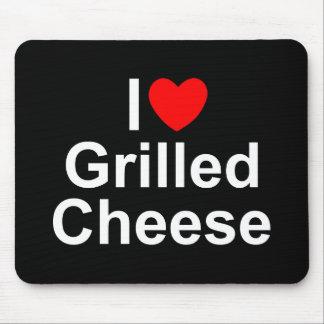 Amo (corazón) el queso asado a la parrilla alfombrilla de raton
