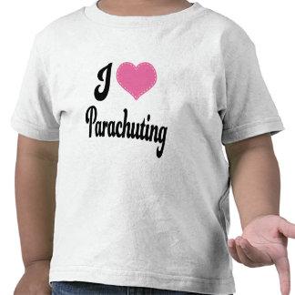 Amo (corazón) lanzarse en paracaídas camisetas