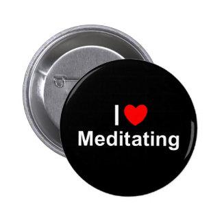 Amo (corazón) Meditating Pin Redondo De 2 Pulgadas