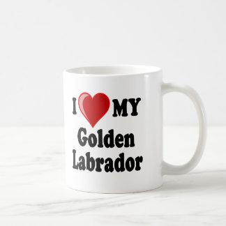 Amo (corazón) mi perro de oro de Labrador Taza Básica Blanca