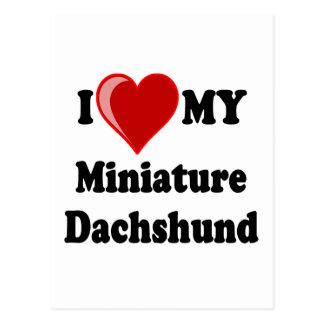 Amo (corazón) mi perro miniatura del Dachshund Postales