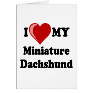 Amo (corazón) mi perro miniatura del Dachshund Tarjeta De Felicitación