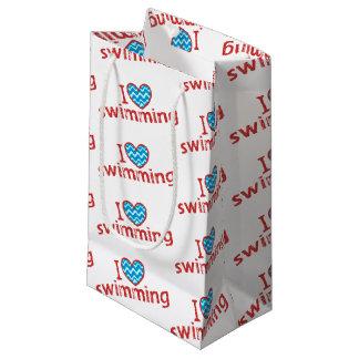 Amo (corazón) nadar bolsa de regalo pequeña