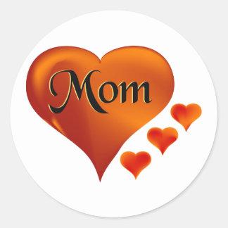 """Amo corazones de la mamá con la palabra """"mamá """" etiquetas redondas"""